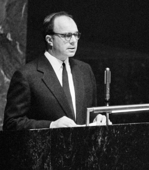 August 19, 1958, New York. Prince Aly Khan, Permanent Representative of Pakistan to the United Nations, addressing the UN General Assembly. Image credit: Marvin Bolotsky, UN Photo Archive